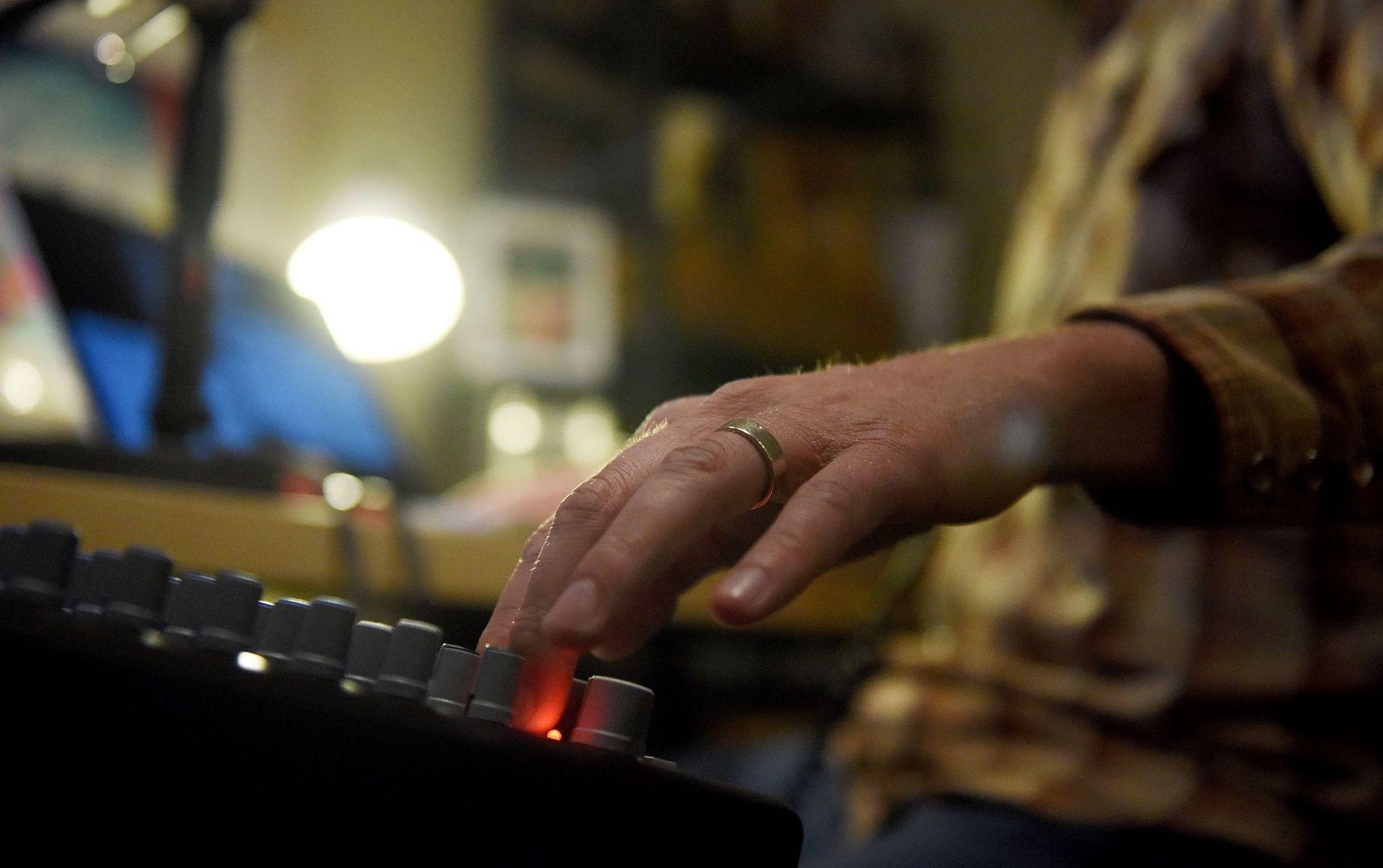 Rock Garden Tour Radio Hand Mixer
